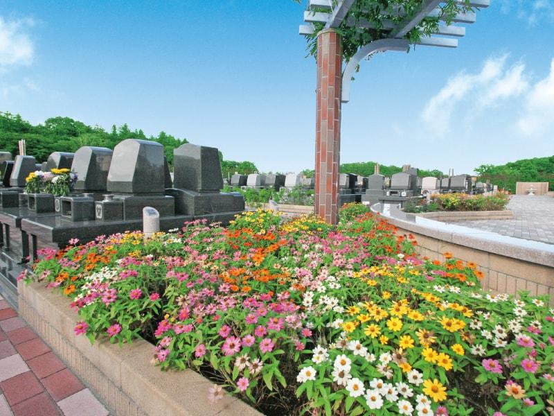 四季折々の花と植栽を堪能することができる「むさしの聖地 永久の郷」