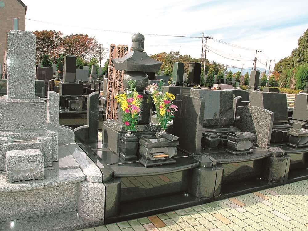 湘南フォレスト 和・洋型墓石が混在する墓域