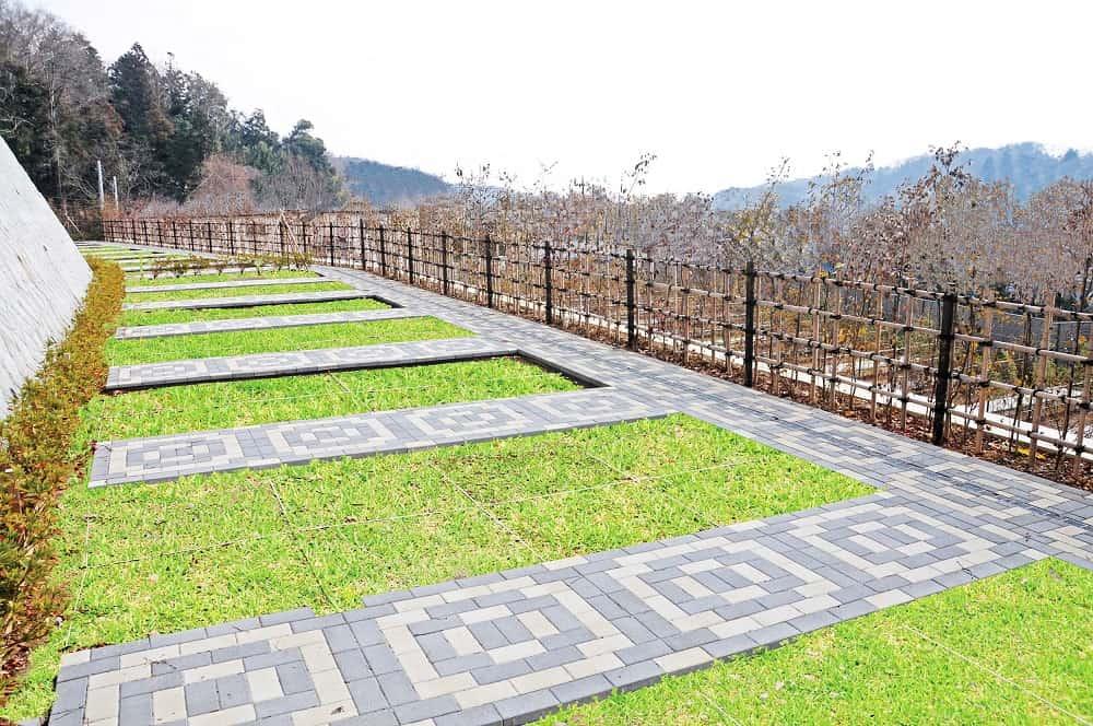 たきやま台墓苑 一段高い位置にある芝生墓域