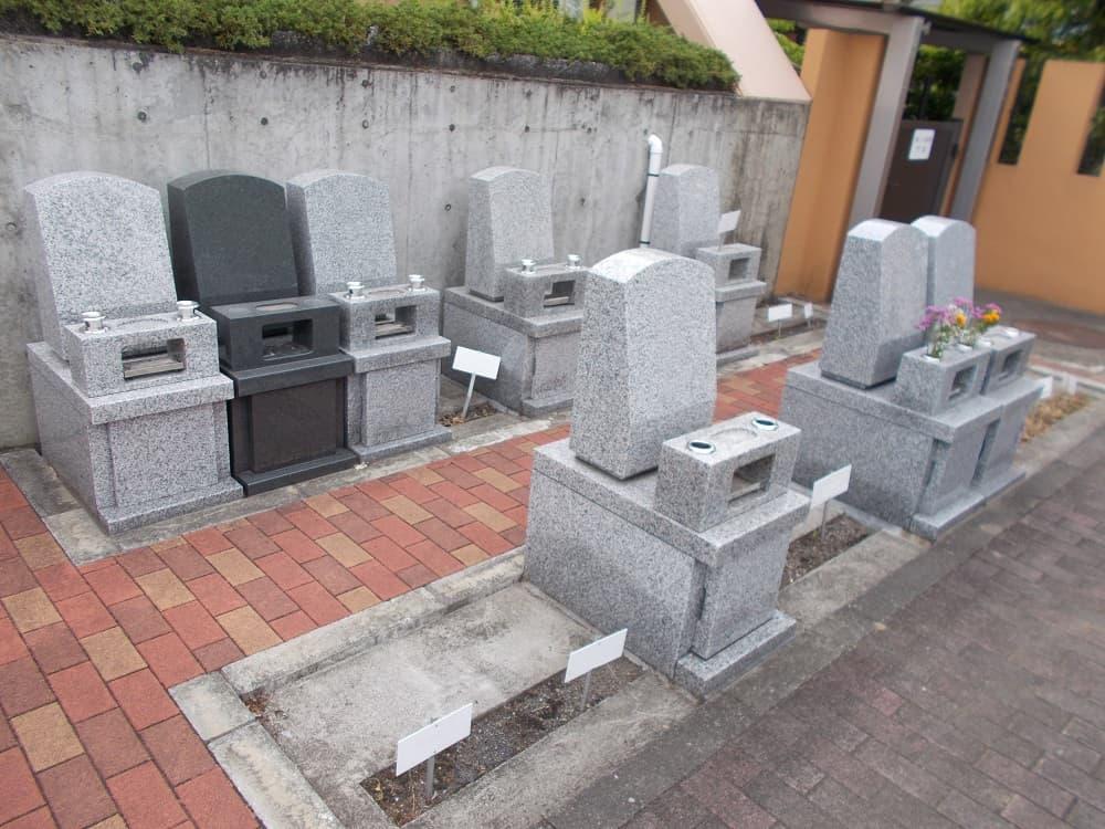 八王子浄苑であいの郷 段差のない設計でどなたでも安心してお参りできる墓域