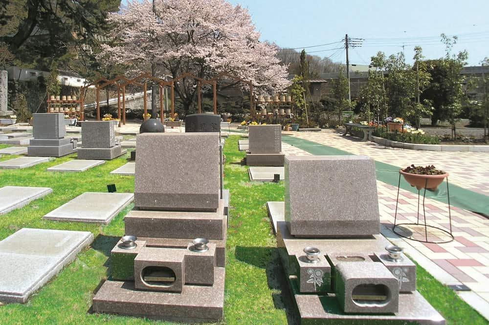 ひだまりの里 春には桜を楽しめる墓域