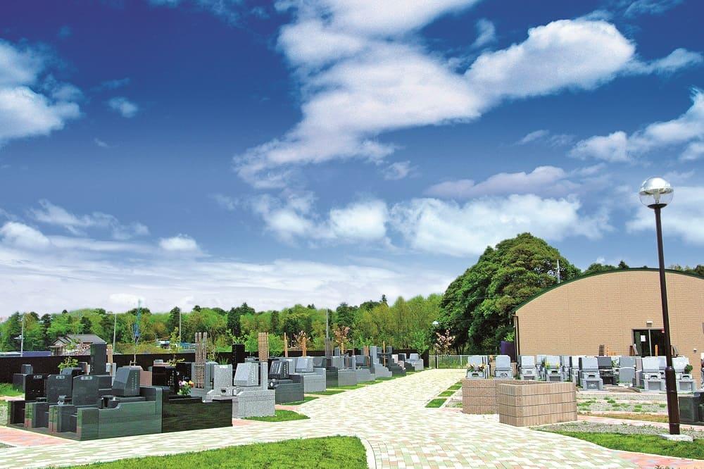 メモリアルフォレスト八千代 日当たりが良く明るい園内風景