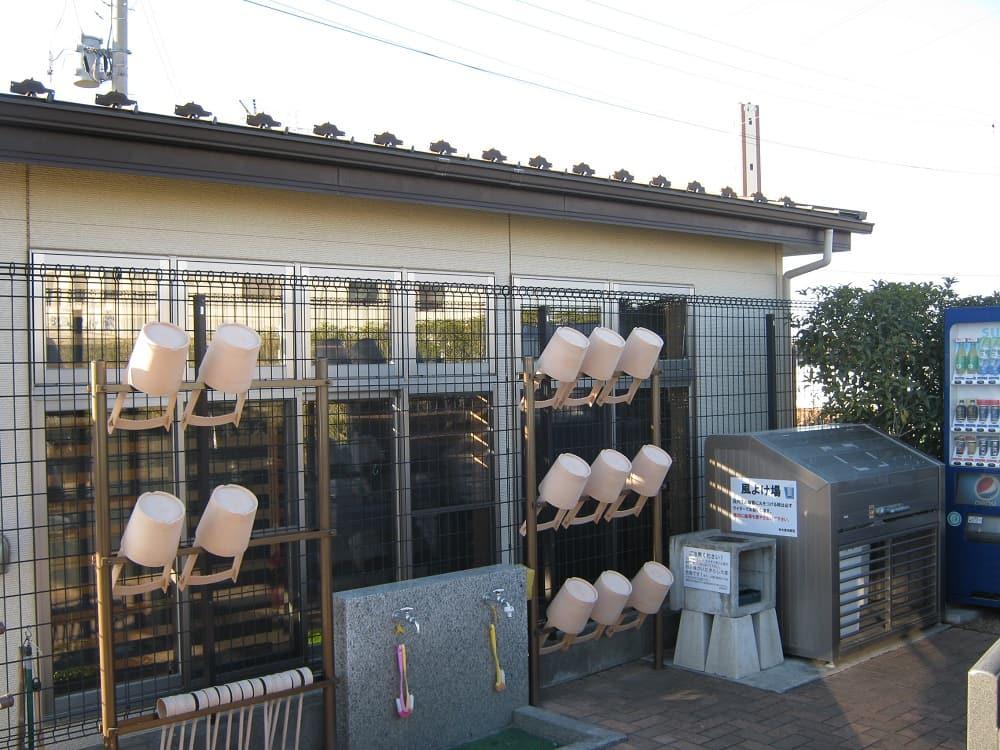 和光聖地霊苑 水場には桶や柄杓を用意