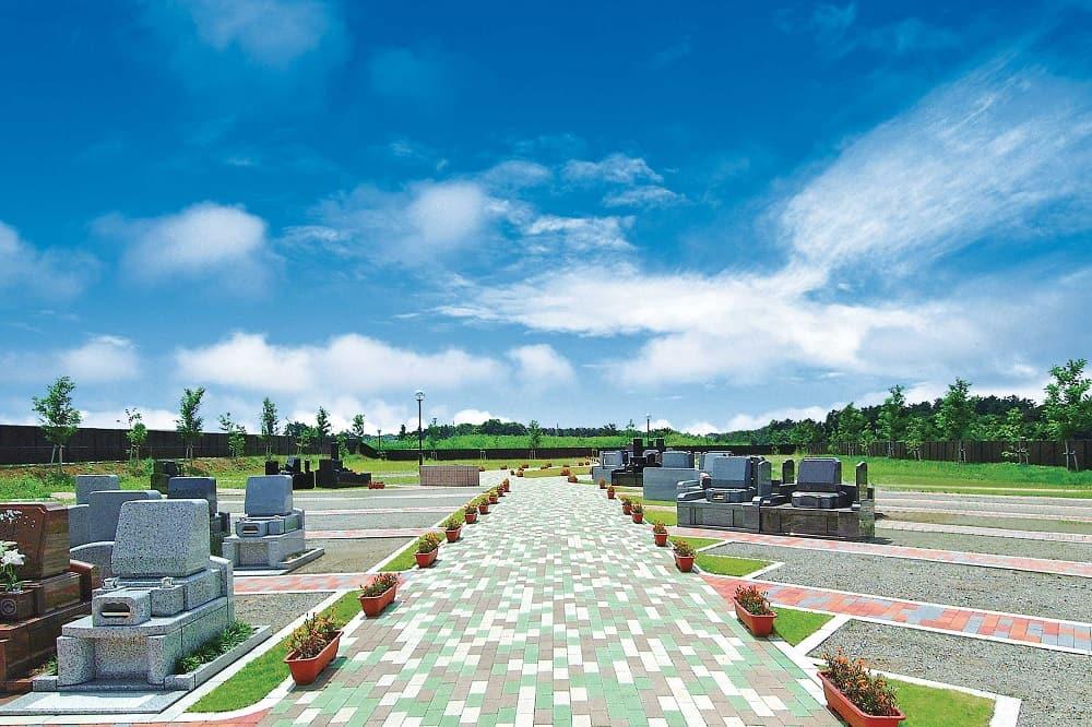 メモリアルフォレスト八千代 周囲に高い建物もなく開放感のある墓域