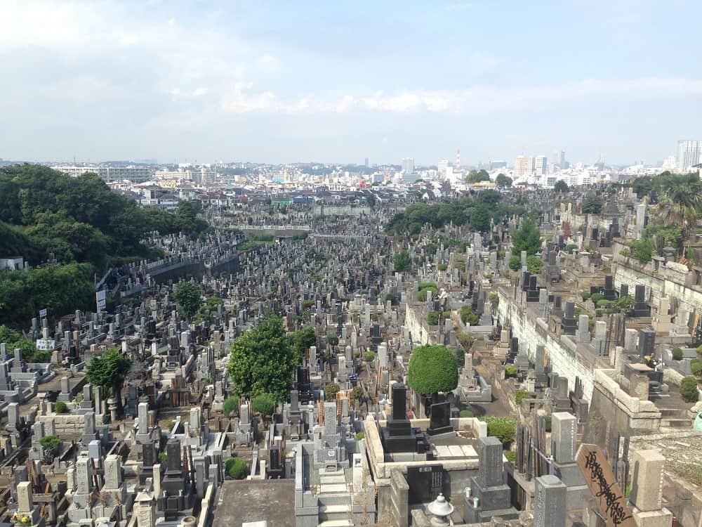 横浜市営 久保山墓地 丘陵地にあるため見晴らしが良い墓域