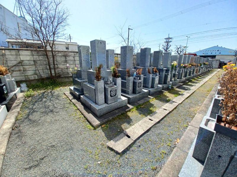 鳥飼中共同墓地