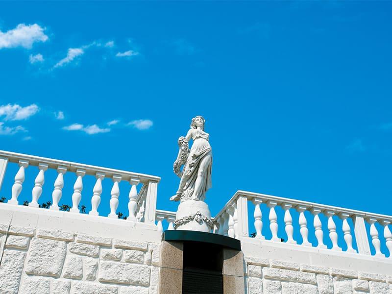 ヒルズ川崎聖地 至る所に置かれた西洋風の彫刻