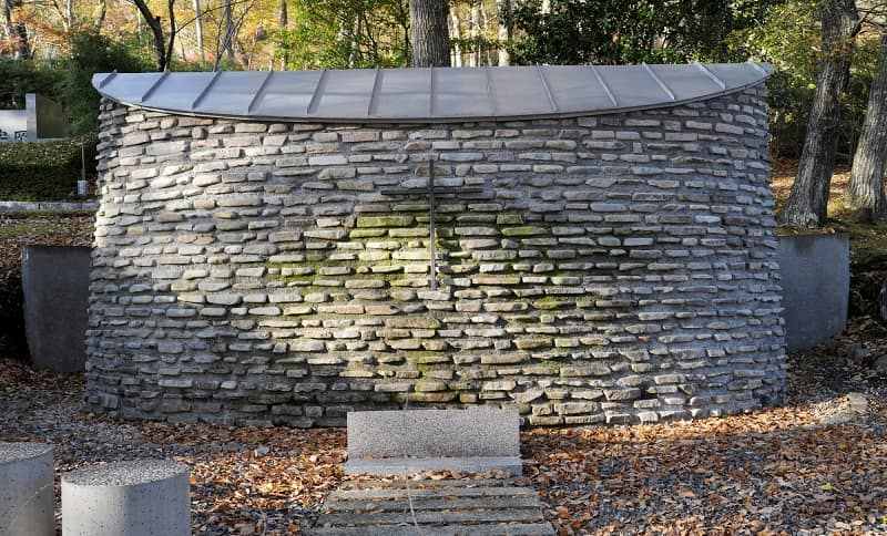石畳の共同墓