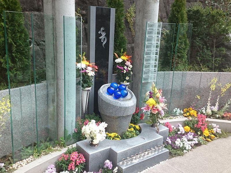 瑠璃光寺 ふれあいの碑 永代供養墓 集