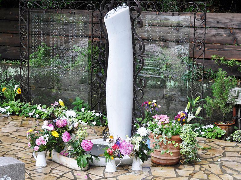 鎌倉やすらぎの杜 「ふれあいの碑」 永代供養墓 集合墓 集(つどい)