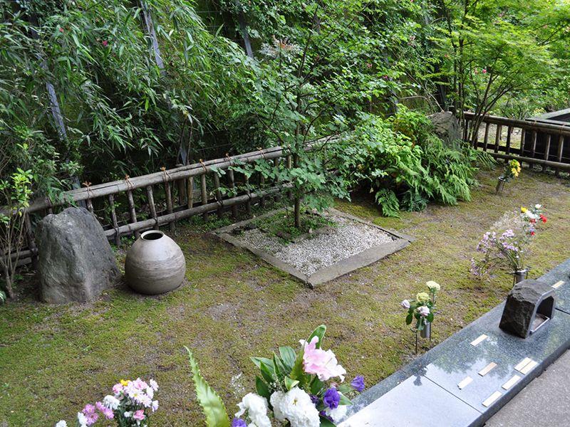 鎌倉やすらぎの杜 「ふれあいの碑」 樹木葬 菩提樹