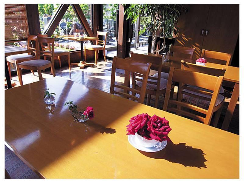 府中ふれあいパーク バラの飾られた休憩室