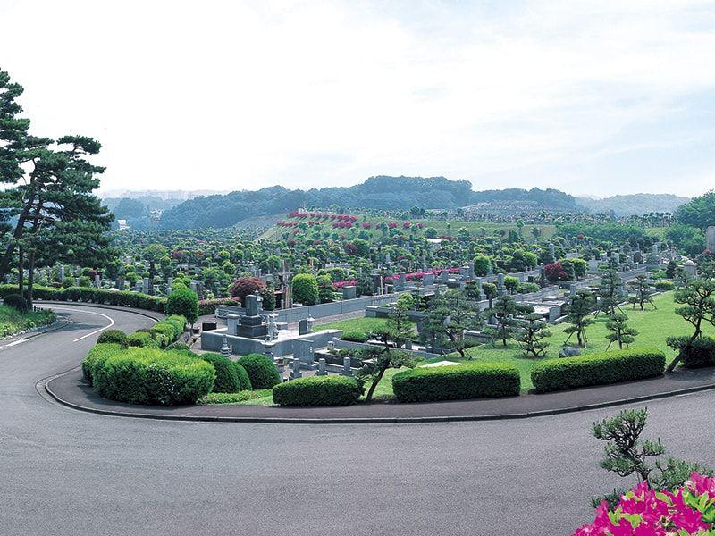 東京霊園 緑豊かで開放的な霊園風景