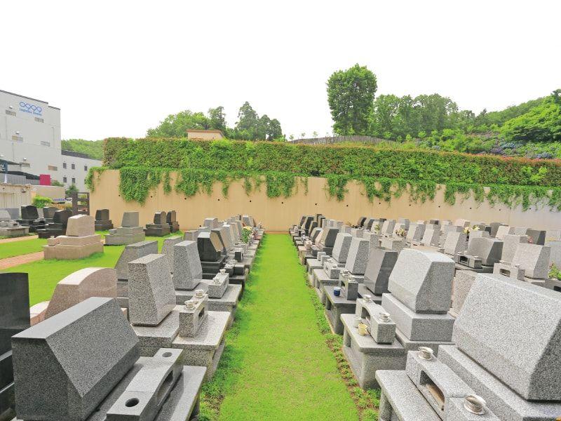 メモリアルパーククラウド御殿山 芝生が美しい墓域