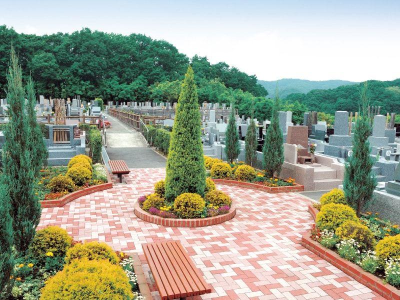 八王子上川霊園の整備され手入れされた墓域