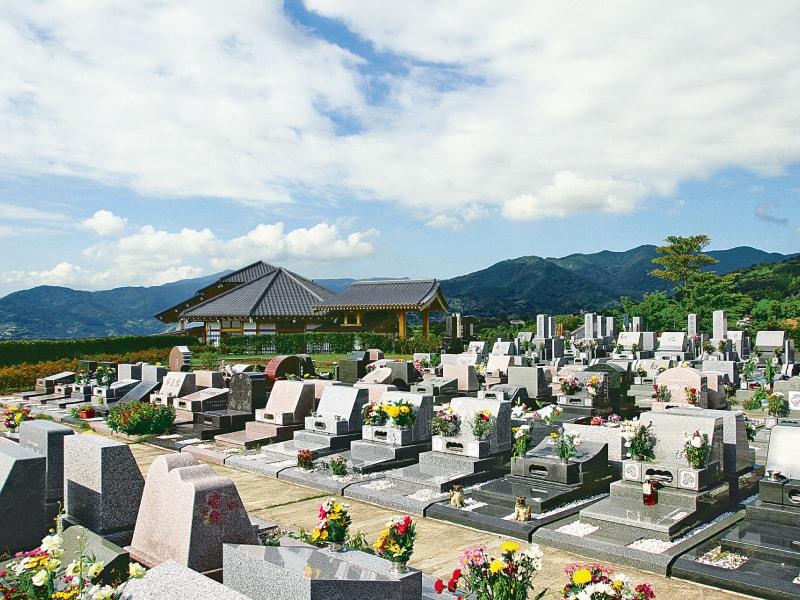 湯河原吉祥公園墓地 見晴らしがよく、解放的な墓域