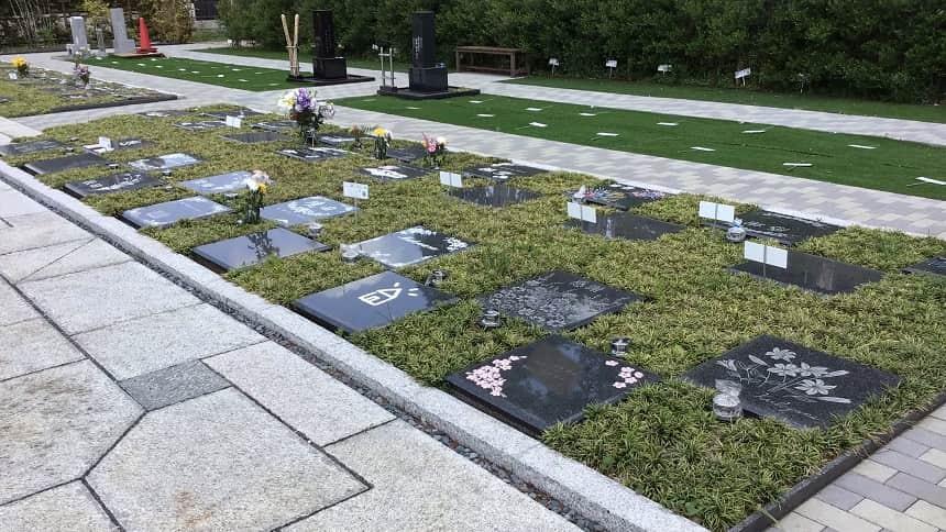 小平 寳縁の庭のプレート墓石