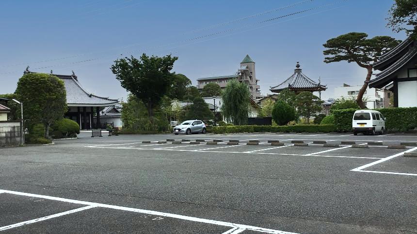 武蔵陵苑の駐車場