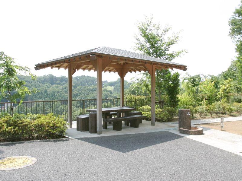 むさしの霊園 見晴らしの良い高台にある休憩所