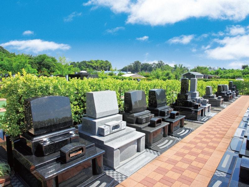 環境霊園 横浜みどりの森 緑で区切られた「生垣ゆとり墓所」