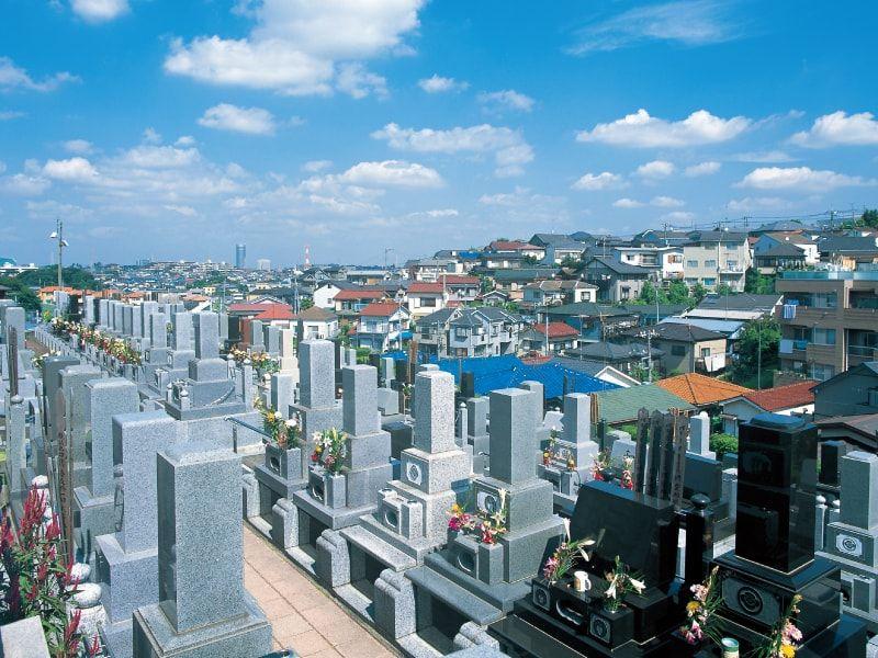 横浜中央霊園 横浜の街並みが広がる墓域
