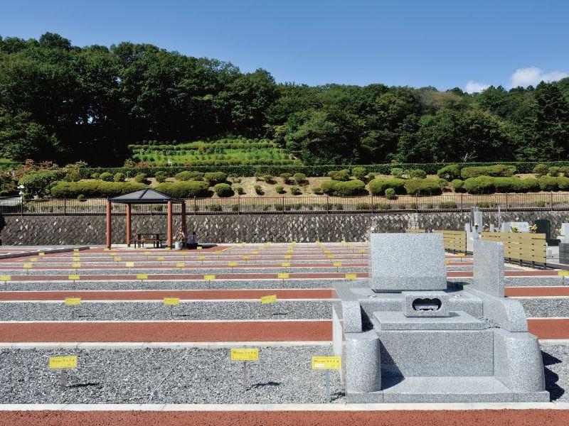 西多摩霊園の区画と洋型墓石