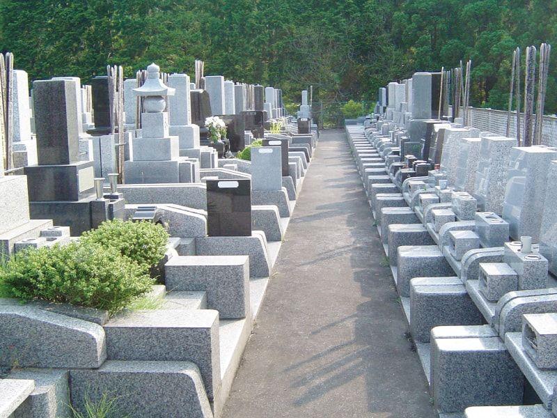 城山霊園 舗装されて歩きやすい墓域
