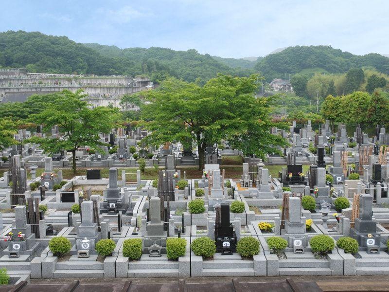 青葉霊苑 緑豊かでのどかな墓域全景