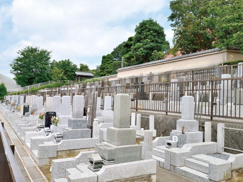 大泉寺墓所 舗装されて歩きやすい墓域