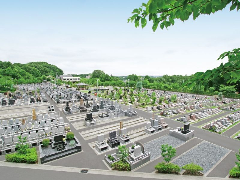 町田いずみ浄苑の解放感ある園内風景