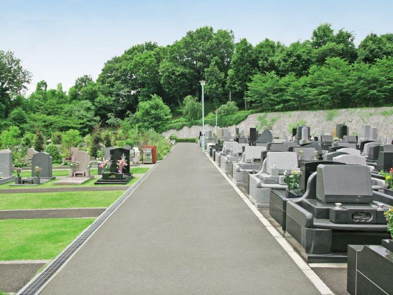 町田いずみ浄苑の幅広い園内通路