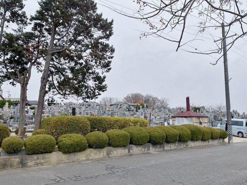 霊岩寺墓苑