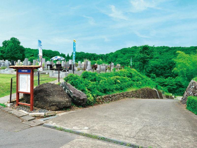 片倉聖地霊苑 多摩丘陵の自然の中にある霊園風景