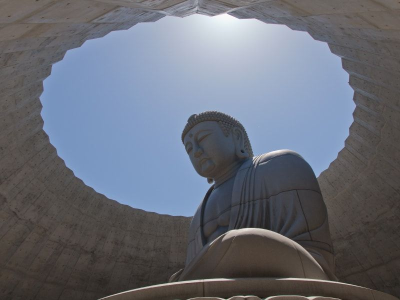 真駒内滝野霊園のシンボルである頭大仏殿