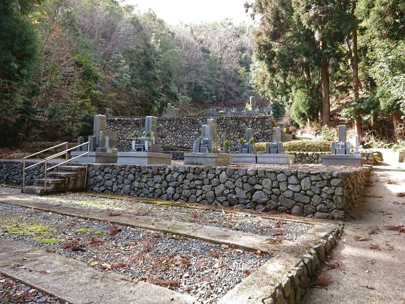 衣笠常修寺墓所