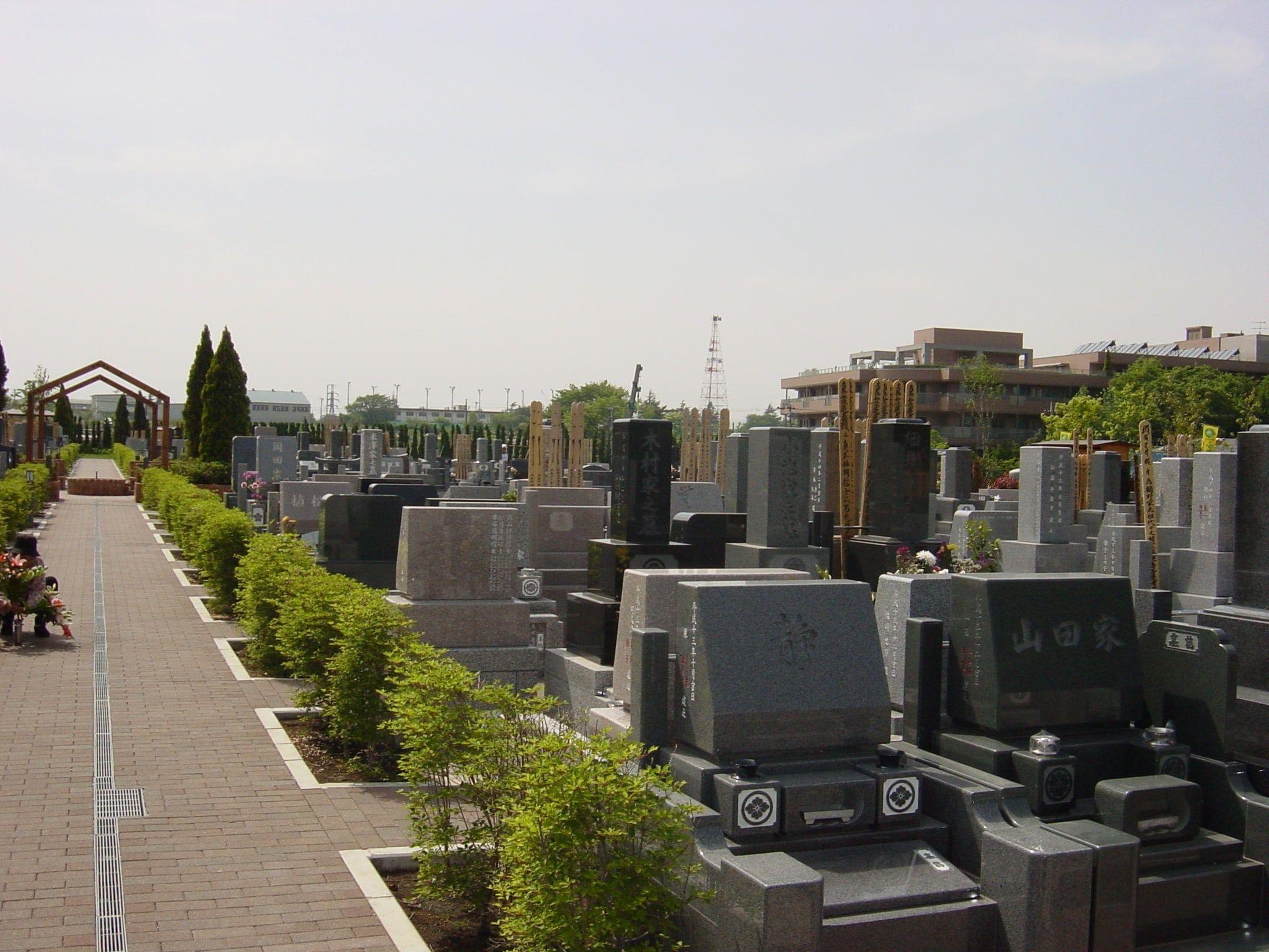 横浜浄苑ふれあいの杜 インターロッキング加工で車椅子でも安心してお参りできる墓域