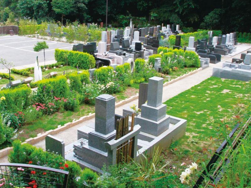 鎌倉やすらぎの杜 手入れされた植栽が彩る墓域