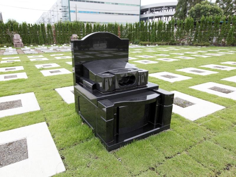 座間霊園 天空の郷 緑の芝生が美しい「芝墓所」