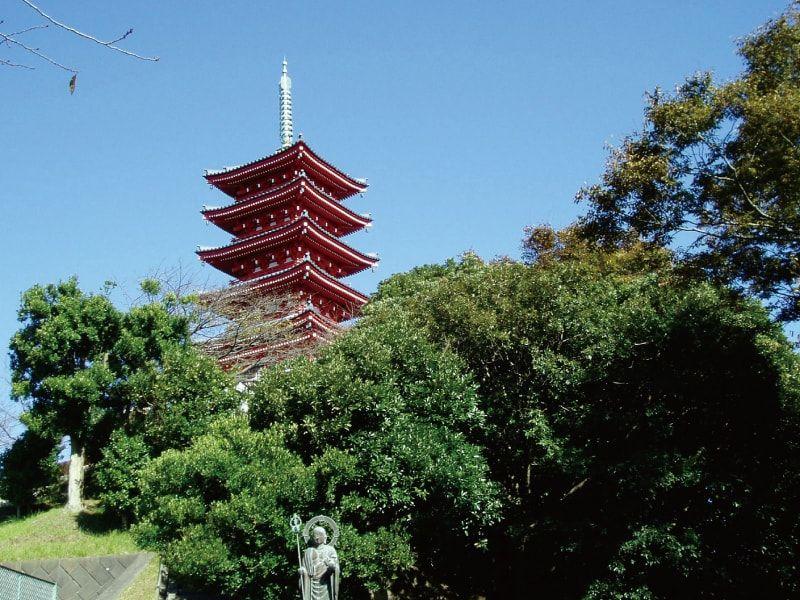 聖徳久里浜霊園 山頂にある五重塔