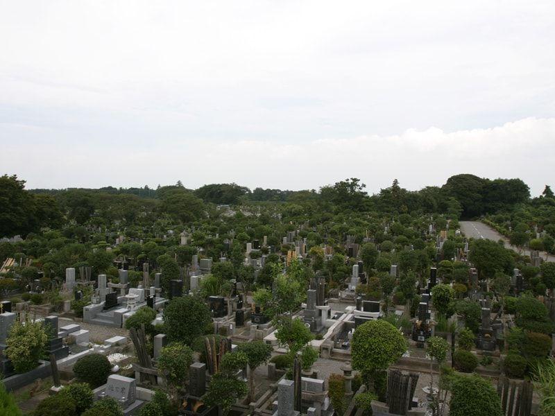 市川市霊園の墓所風景