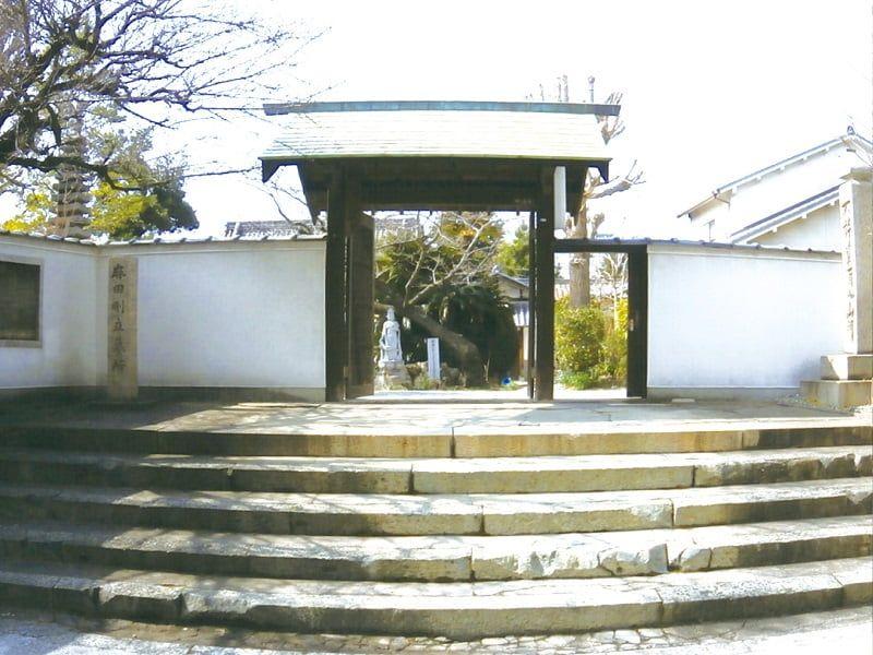 浄春寺夕陽苑の正面入り口