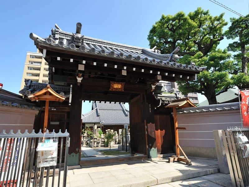 壽法寺墓地の正門