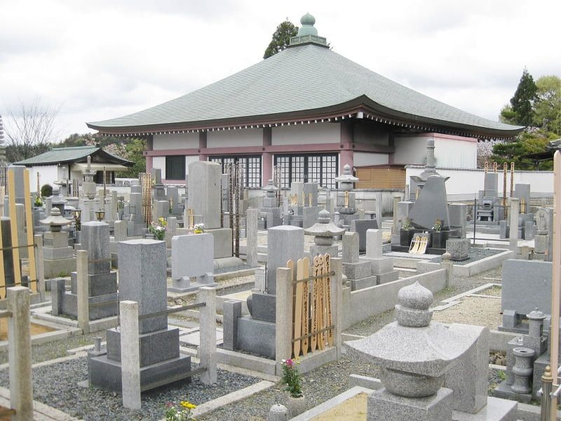 五智山蓮華寺の墓地雰囲気