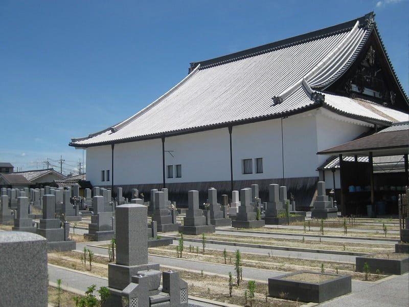 本願寺西山別院のお墓区画風景