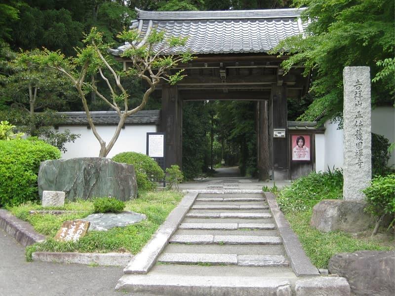 正伝寺墓苑の正面雰囲気