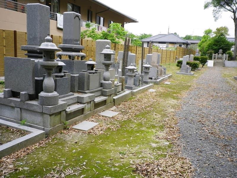 荘厳院の墓地雰囲気