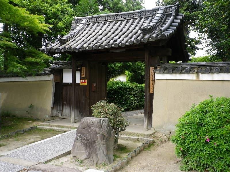 荘厳院の入り口