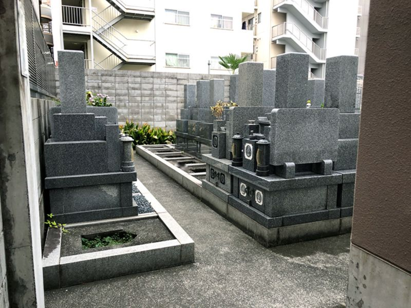 即応寺境内墓地
