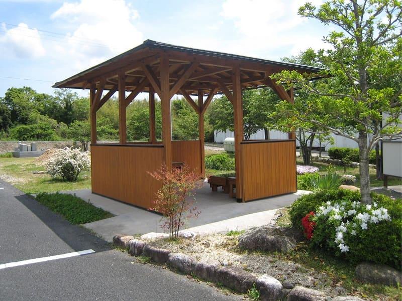 三滝川メモリアルパーク内の休憩スペース