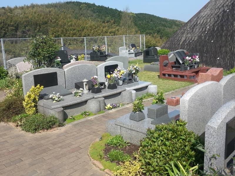 百合ヶ丘霊園の洋型墓石